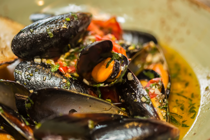 Fresh Mussels With Saffron & Lemon - Tiny New York Kitchen