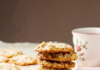 VICTORIA'S CHOCOLATE CHIP OATMEAL COOKIES