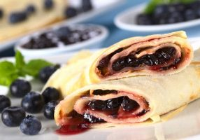 Crêpes With Berry Filling