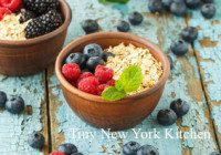 Quinoa Oatmeal With Berries