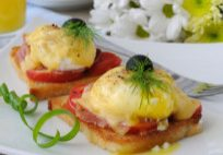 Poached Eggs With Asiago Cheese Sauce