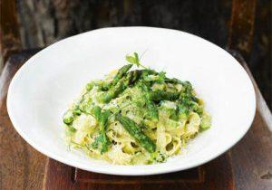 Fettuccine with asparagus